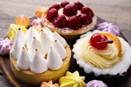 Cakes and cookie assortment of delicious desserts Foto de archivo