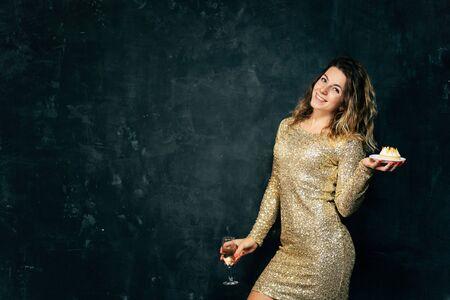 happy young woman celebrating drinking champagne 版權商用圖片