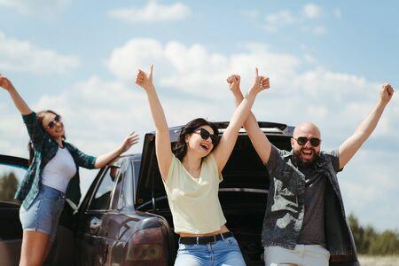 Three friends enjoying vacation travel by car Stockfoto