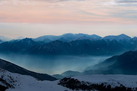 Magnificent snowy mountains scenery at sunset Stock Photo - 5448634