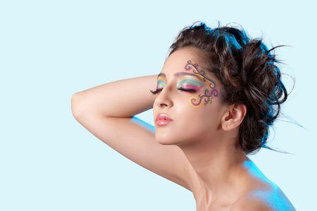 maquillaje de fantasia: Hermosa joven con maquillaje de fantas�a  Foto de archivo