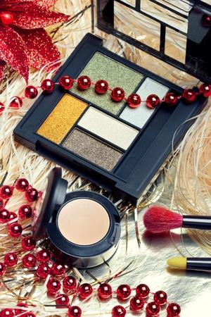 concealer: Cosmetici per la notte di Natale il trucco: una tavolozza ombretto, correttore e spazzole