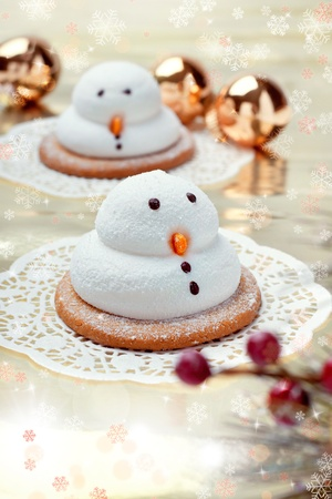 Two traditional marshmallow snowmen biscuits with Christmas decorations, closeup shot photo