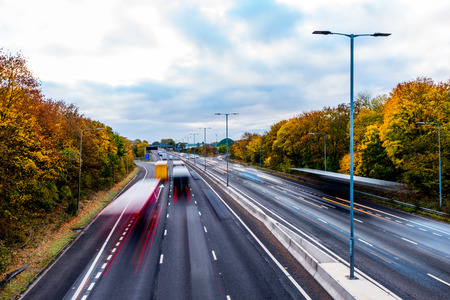 Herfst achtergrond van de Britse snelweg Road Stockfoto - 68969987