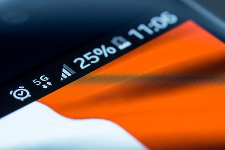 Smartphone 5G-netwerk 25% kosten en de vlag van Frankrijk