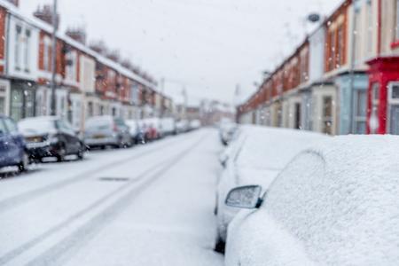 La neve copre le strade dell'Inghilterra durante il breve inverno Archivio Fotografico - 87907699