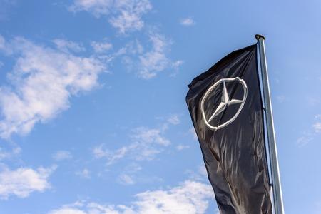 Northampton, UK - Oct 25, 2017: Day view of Mercedes-Benz logo at Riverside Retail Park Redakční