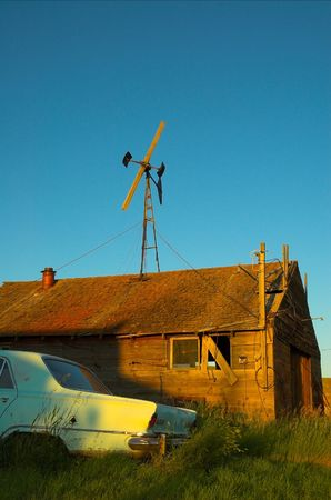 great plains: Abandoned car and farm buildings in the american great plains. Stock Photo
