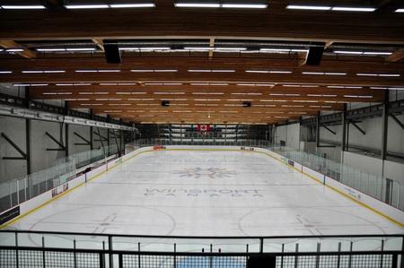Winsport アイス スケート リンク 写真素材 - 12754671