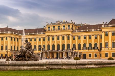 schloss schoenbrunn: Beautiful view of famous Schonbrunn Palace with Great Parterre garden in Vienna, Austria