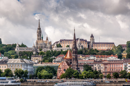 Buda Castle district and Matthias gothic style church in landmark of old city Budapest. Stockfoto