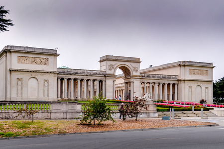 rodin: Exterior facade of the Palace of the Legion of Honor on August 18, 2009 in San Francisco, California. The Palace of the Legion of Honor is a fine art museum. Editorial
