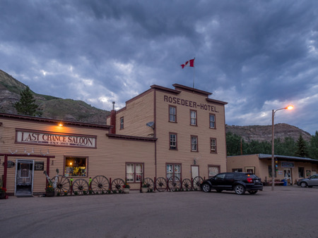 badland: Old hotel building at night in the town of Wayne, in the Drumheller Valley, Alberta Canada.