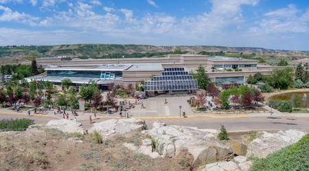 fossils: Elevated view of the Royal Tyrrell Museum on July 4, 2015 in Drumheller Alberta Canada. The museum is famous for its palaeontology research and 130,000 fossils.