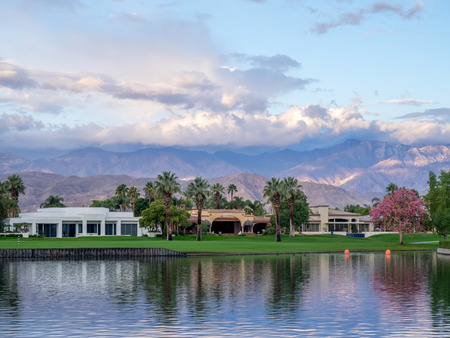 golf of california: Luxury homes along a golf course in Palm Desert California