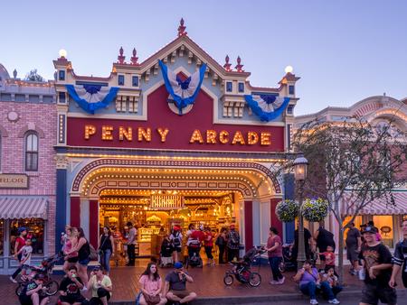 ANAHEIM, CALIFORNIA - FEBRUARY 15: Tourists enjoying Main Street Disneyland in the evening on February 15, 2016 in Anaheim, California. Disneyland is Walt Disney's original theme park. 報道画像