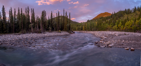 Sunrise view of elbow river and valley in kananaskis country, alberta, canada