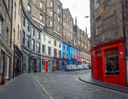 EDINBURGH, SCOTLAND - JULY 26: Famously colourful Victoria Street in the Old Town on July 26, 2017. The old town with many Reformation-era buildings is protected by UNESCO World Heritage Site. Sajtókép