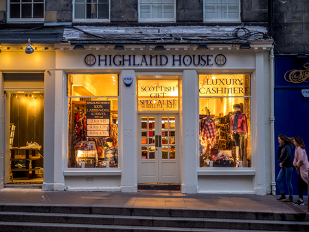 EDINBURGH, SCOTLAND - JULY 28: Tourist shops along the Royal Mile on July 28, 2017 in Edinburgh, Scotland. There are many such shops on the Royal Mile serving tourists with kilts, shirts, etc. Redakční