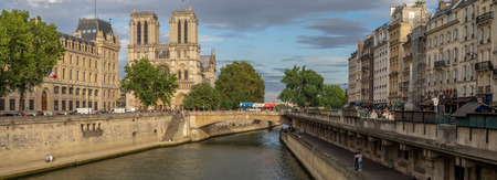 Paris, France - July 29, 2018: Panorama of the Seine River in Paris France on a summer evening. The towers of Notre Dame are visible on the left. 報道画像