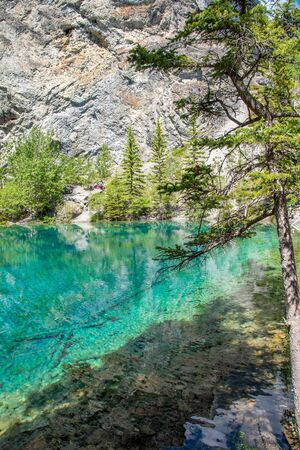 Turquoise Grassi Lakes in the the Kananaskis Country park system of Alberta near Canmore in the southern Canadian Rockies. The area is very popular destination with hikers and rock climbers. 免版税图像