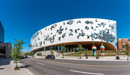 Calgary, Canada - July 26, 2019: Calgary`s brand new main public library in central Calgary. The library recently opened to great fanfare and contains many amenities as well as nice cafe. Редакционное