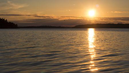 瑞典斯德哥尔摩群岛上的日落美景。