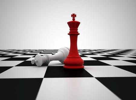 tablero de ajedrez: Rey de ajedrez rojo �ltimo pieza de pie  Foto de archivo