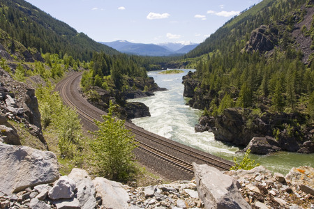 Kootenai River Train Tracks North West Montana 스톡 콘텐츠