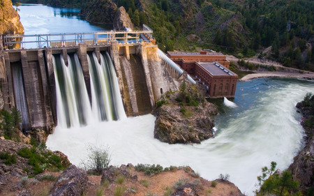 Horizontal Photo of Long Lake Dam in Eastern Washington State with River 스톡 콘텐츠