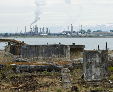 Photo of Industrial Wasteland with manufacturing plant in background. 스톡 콘텐츠