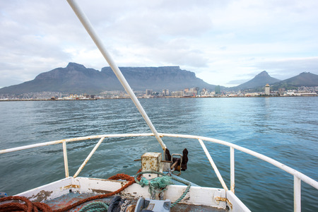 A view of table mountain and the city of Cape Town from the bow of a Fishing Trawler in Table Bay. Imagens