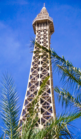 Las Vegas, Nevada: May 11, 2018:  Up close view of the The Eiffel Tower in front of the Paris Hotel and Casino Redactioneel