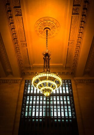 New York City, NY USA:  December 1, 2018 - A chandelier and ceiling in the interior of Grand Central Station 新闻类图片