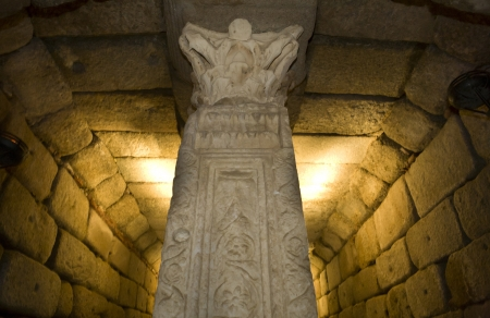 cisterna: Bajo Pilastra Corredor de la cisterna Foto de archivo