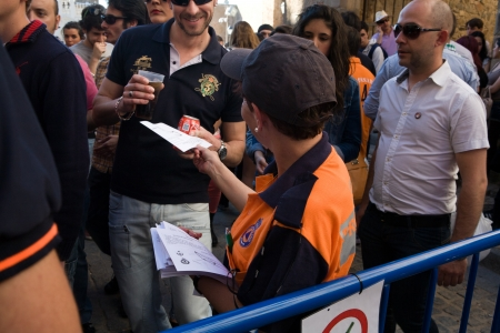 bisexuals: A Civil Protection agent distributes maps access to the Plaza Alta