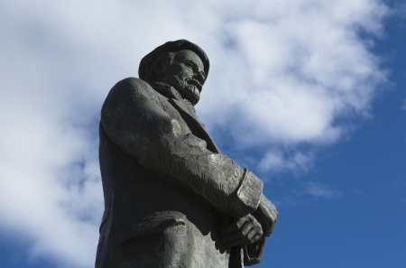 pio: Bronze sculpture of Pio Baroja writter on a sky