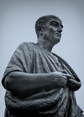 Estatua de bronce de Seneca en Córdoba, España