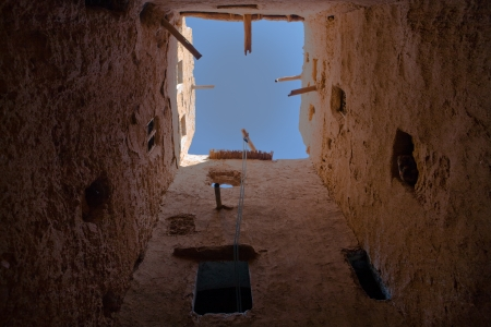 justified: Beside Tinghir, an oasis about 30 kilometres long and about 4 kilometres wide at Morocco south, there are several Kasbahs like this, defensive architecture, which was justified in the times of constant war between the tribes Stock Photo