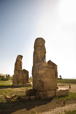 scribes: Le statue gemelle rappresentano Amenhotep III fl 14 � secolo aC in posizione seduta Archivio Fotografico