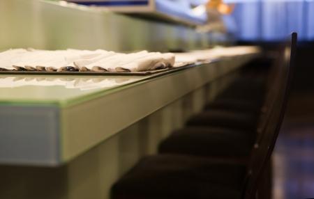 forniture: Interior de un restaurante japon�s moderno vac�o. Forniture, vajilla y decoraci�n