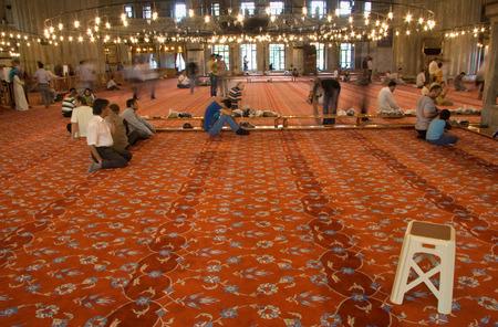 fidelidad: ESTAMBUL - 06 de septiembre los musulmanes rezan en uno de los hitos de las mezquitas históricas de Estambul, Sultanahmet, situado en el casco antiguo en 06 de septiembre 2009