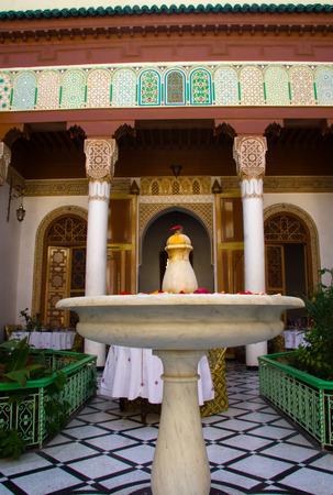Courtyard fountain at Marrakesh riad, or interior graden, Morocco Standard-Bild