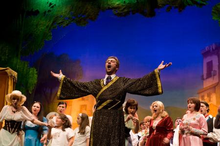 BADAJOZ, ESPAÑA - 02 de mayo: Los miembros de la Ópera Estatal de Ucrania realizar Elisir damore de Donizetti, el 2 de mayo de 2010 en Badajoz, España