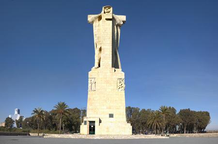 Christopher Columbus Huge Statue on the Tinto riverside, Huelva, Spain Imagens