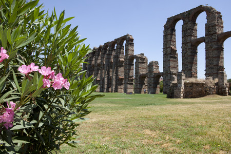 buttresses: Roman Aqueduct of Merida Los Milagros. Extremadura, Spain. West side Stock Photo