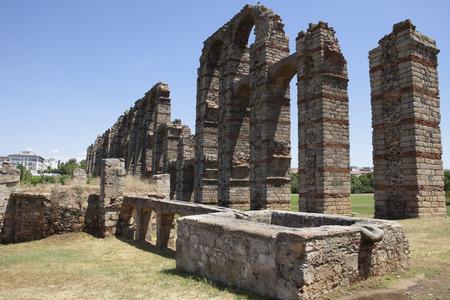 buttresses: Roman Aqueduct of Merida Los Milagros. Extremadura, Spain Stock Photo