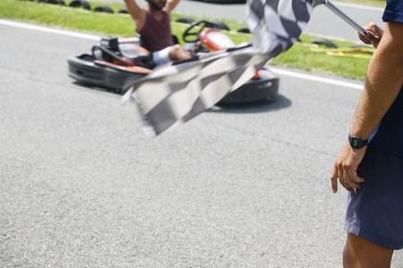 end line: Piloto Kart celebrando la victoria en la l�nea de fondo