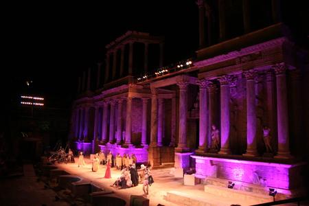MERIDA, ESPAÑA - 08 de agosto: El rendimiento de Lisístrata, una comedia de Aristófanes en el Festival de Teatro Clásico de Mérida, 2007