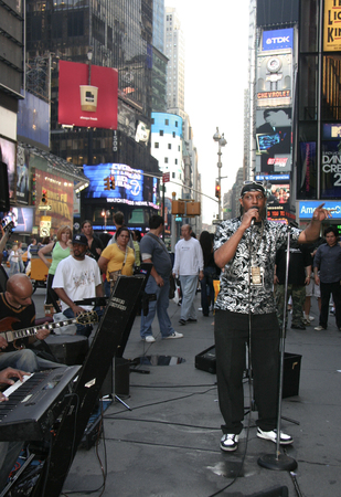 superb: NEW YORK CITY - JUNE 23: A group of superb musicians with a male singer Entertains a crowd of tourists and New Yorkers in the heart of Times Square With some soul music. on June 23, 2008 in Manhattan, New York, NY Editorial